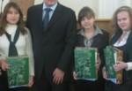 Самые умные школьники и студенты получили стипендию Михаила Добкина