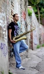 Любовь с первого звука. Харьковский саксофонист играет на уникальном инструменте