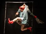 Израильский спектакль «Женщина, которая не хотела спуститься на землю» удивил зрителей «Театроника» пластичностью