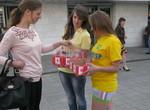 Харьковчане меняли сигареты на конфеты в центре города