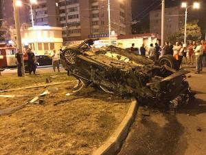 Страшное ночное ДТП: машина перевернулась, трое пострадавших с тяжелыми травмами (ФОТО)