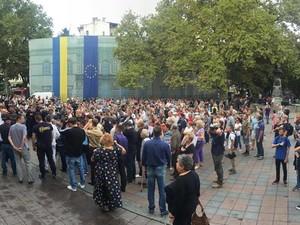 В Одессе возле мэрии проходят массовые беспорядки