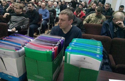В День добровольца Кирилл Золотарёв и другие 144 ветерана АТО получили землю под Харьковом