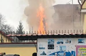 Горят шины и покрышки: Харьковчане требуют разрыва дипломатических отношений с Россией (ФОТО)