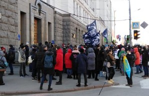 Более тысячи харьковчан вышли на акцию протеста против подорожания проезда в общественном транспорте (ФОТО)