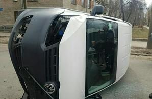 В Харькове – тройное ДТП с переворотом (ФОТО)