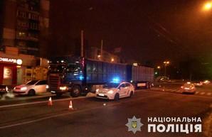В Харькове фура насмерть сбила пешехода: полиция ищет свидетелей (ФОТО)