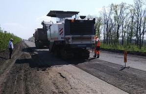 Харьковские дорожники восстанавливали покрытие на трассах в Волчанск, Печенеги и Балаклею