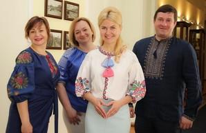 Юлия Светличная и чиновники ХОГА пришли на работу в вышиванках (ФОТО)