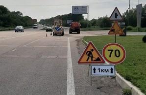 Продолжается аварийный ямочный ремонт на трассах Харьковщины (ФОТО)