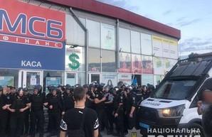 Конфликт на «Барабашово» перерос в массовую драку, есть пострадавшие (ФОТО, ВИДЕО)