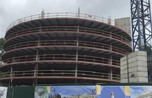 В центре Харькова строят многоуровневый паркинг