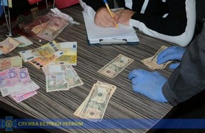 Харьковский преподаватель погорел на крупной взятке: обещал не отчислять из вуза  (ФОТО, ВИДЕО)