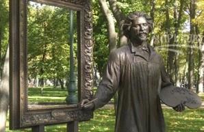 В харьковском саду Шевченко поглумились над памятником Репину (ФОТО)