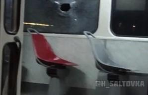 ЧП в харьковском трамвае: хулиганы бросили камень и попали девушке в голову