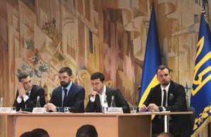 «А потом удивляемся, почему власть не любят»: Зеленский возмутился условиями работы на «ХАЗе»