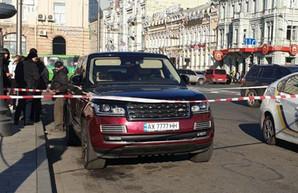 В центре Харькова копы заблокировали Range Rover с поддельными номерами (ФОТО, ВИДЕО)