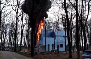 В харьковском Лесопарке горел элитный коттедж (ФОТО, ВИДЕО)
