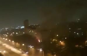 Крупный пожар на Салтовке: жильцов спасали по автолестнице (ФОТО, ВИДЕО)