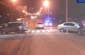 На пешеходном переходе на Салтовке разбились две иномарки (ФОТО)