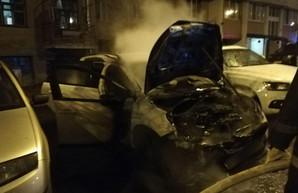 В Харькове снова сожгли машину (ФОТО)
