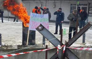 На Барабашово строят баррикады и устанавливают противотанковые ежи (ФОТО)