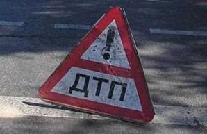 В центре Харькова иномарка вылетела на тротуар и врезалась в дом (ФОТО)