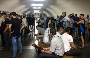 Машинисты Харьковского метрополитена вышли на акцию из-за долгов по зарплате (фото)