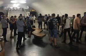 «Денег нет, но вы держитесь»: руководство Харьковского метрополитена не знает, когда выплатит долги машинистам