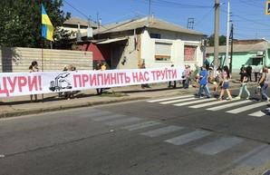 Закрыть «Коксохим»: в Харькове люди перекрыли улицу