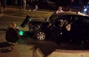 В Харькове столкнулись две иномарки: есть пострадавшие (ФОТО)