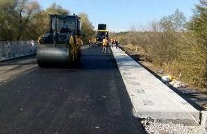Продолжается ремонт моста на трассе Чугуев - Печенеги - Великий Бурлук (ФОТО)