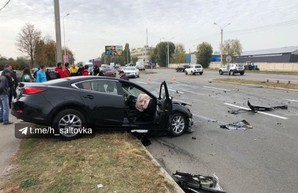 В Харькове столкнулись две иномарки: травмированы оба водителя (ФОТО)