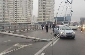Подрядчик «уставшего» Шулявского моста: киевляне сами виноваты в падении столбов