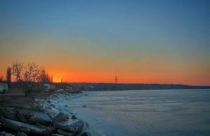 Под Одессой удивительно красиво замерз Хаджибейский лиман (ВИДЕО)