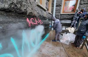 Фасад Офиса президента очистили от краски. ФОТО