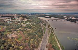 Киев показали с высоты: полет над Днепром, трамвайным депо и утренним туманом (ВИДЕО)