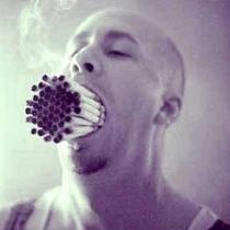 Украинцы массово хотят бросить курить