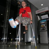 Ради компенсаций москвичи ломают себе ноги