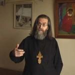 Священники выбивают у должников деньги… с любовью