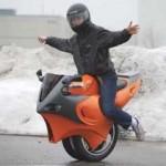 Вышла вторая версия «одноколесного» мотоцикла (ФОТО)