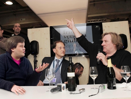 Стив Джобс передумал смотреть ялтинскую выставку в скайпе
