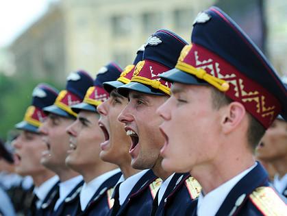 В Харькове прошел военный парад