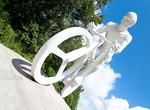 В Харькове открыли памятник велосипедисту