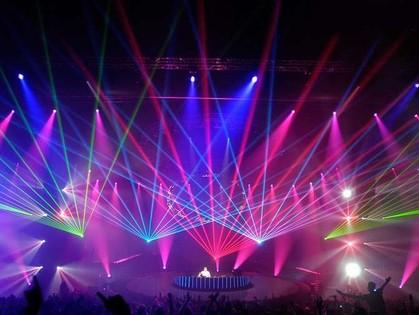 Где танцевать на этих выходных?! Обзор самых веселых вечеринок