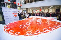 В ТРК «Французский бульвар» ставят рекорд: самый большой торт-валентинка!