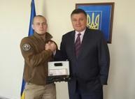 Командир «Схiдного корпусу» получил наградное оружие от Авакова