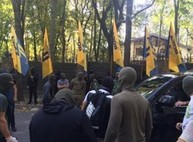 Милиция нашла трех мужчин, находившихся возле дома Добкина/ Дополнено
