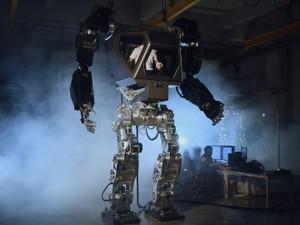 Корейцы строят гигантского робота-экзоскелета с оператором внутри (ВИДЕО)
