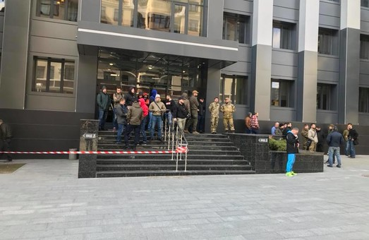 Глава Киевской районной администрации Харькова не захотела обсуждать деятельность опасной газовой заправки с активистами